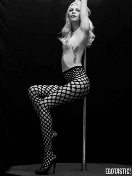 aline-weber-topless-black-and-white-shoot-for-s_n-magazine-winter-2012-02-435x580