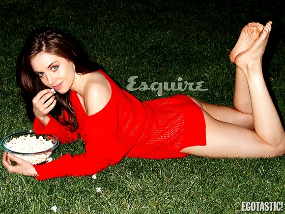 alison-brie-in-may-esquire-03-580x435