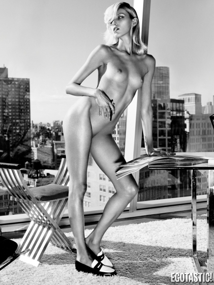 anja-rubik-topless-in-industrie-6-sept-2013-06-435x580