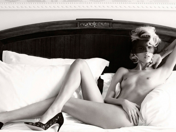 anja-rubik-topless-in-vogue-germany-magazine-march-2014-07-cr1392144714202-580x435