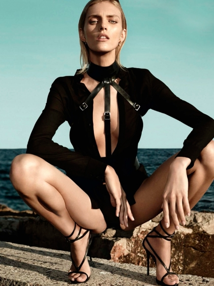 anja-rubik-topless-in-vogue-germany-magazine-march-2014-11-cr1392144665903-435x580