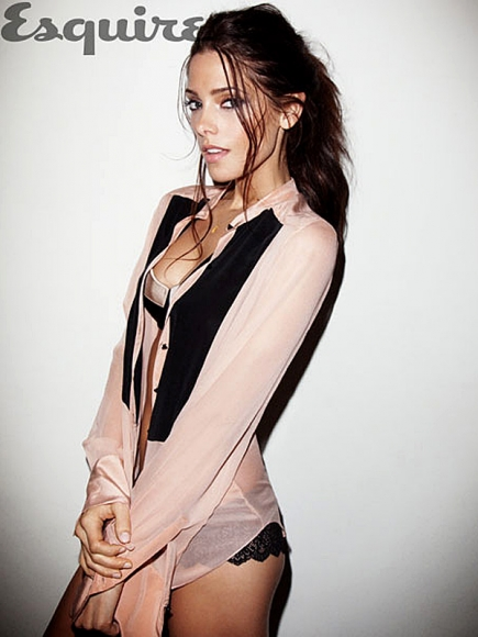 ashley-greene-esquire-woman-01-435x580