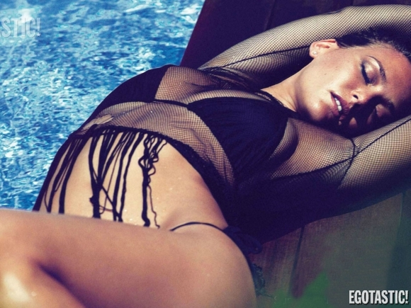 bar-refaeli-jan-gq-uk-01-580x435