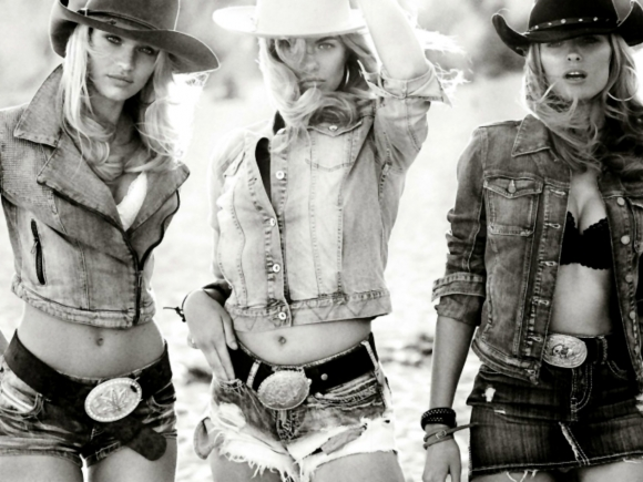 candice-swanepoel-topless-cowgirl-for-vogue-germany-with-edita-vilkeviciute-01-cr1392050276886-580x435