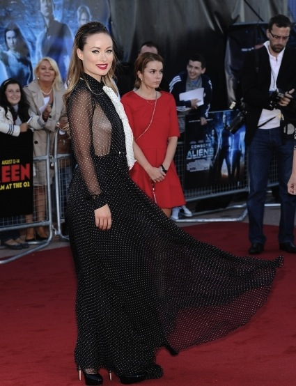 olivia_wilde_at_cowboys_aliens_uk_premiere-2-435x580