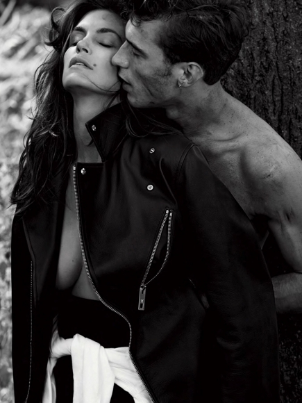 cindy-crawford-covered-topless-in-v-magazine-winter-2013-07-cr1384797024870-435x580