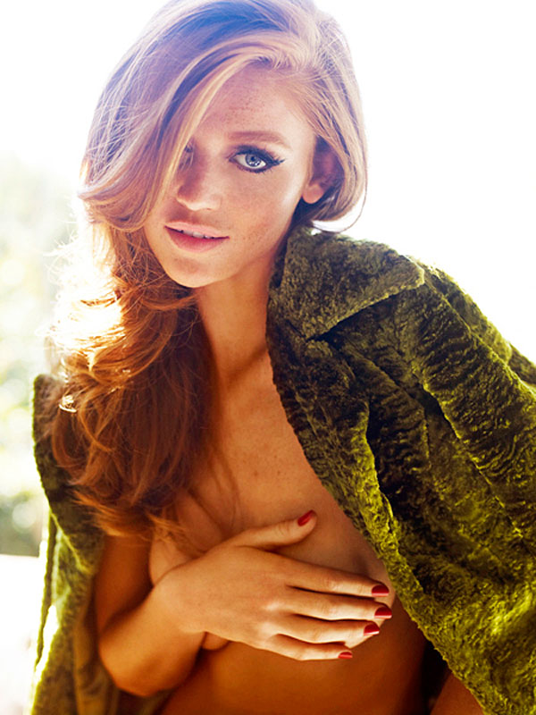 cintia-dicker-covered-topless-in-status-magazine-09