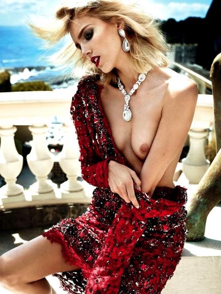 anja-rubik-topless-in-vogue-paris-oct-2013-03-cr1380034562271-435x580