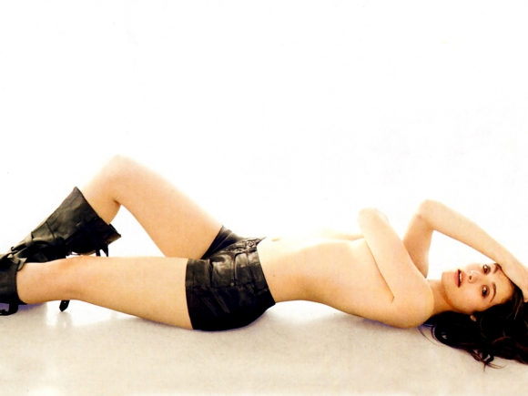 emmy-rossum-covered-topless-in-esquire-jan-2014-02-cr1386624187491-580x435