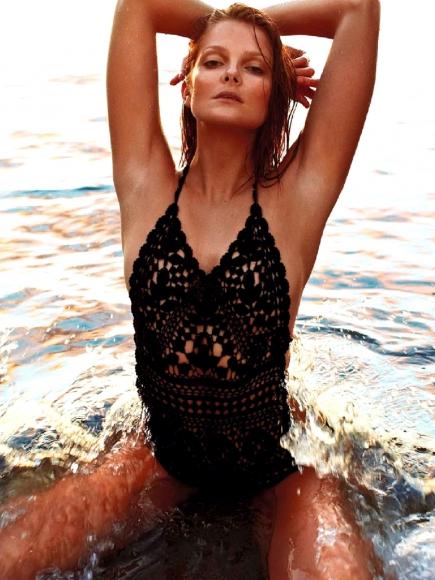 eniko-mihalik-topless-beach-photoshoot-in-elle-france-14-cr1363019808857-435x580