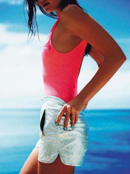eniko-mihalik-topless-beach-photoshoot-in-elle-france-15-cr1363019814311-435x580