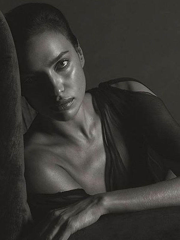 irina_shayk_black_and_white_hotness_for_gq_05-5aec4f3d_web