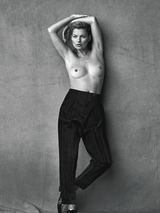 Kate-Moss-Goes-Topless-For-Vogue-Italia-08-675x900