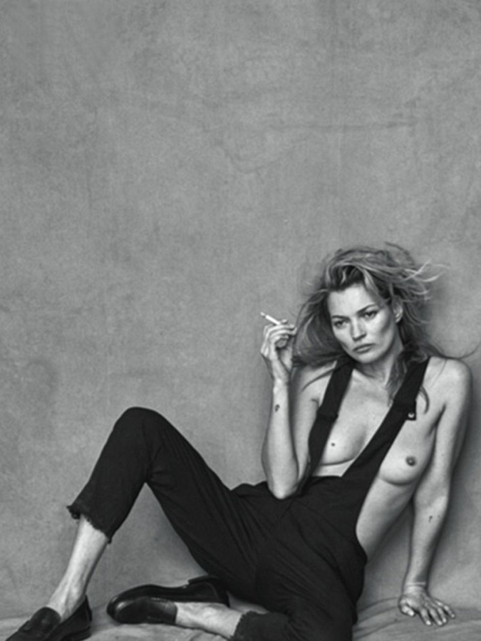 Kate-Moss-Goes-Topless-For-Vogue-Italia-14-675x900