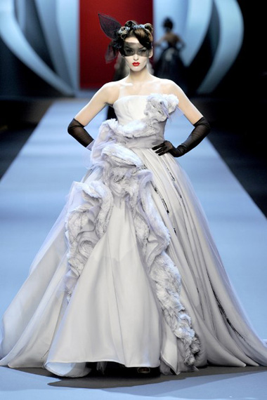 christian-dior-spring-2011-couture-collection-model-georgina-stojilkovic-women