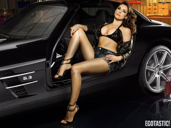 kelly-brook-fhm-magazine-turkey-september-2013-01-580x435
