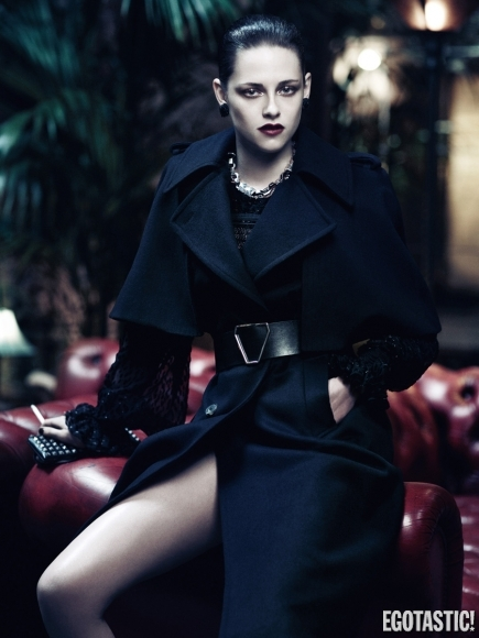 kristen-stewart-and-charlize-theron-sexy-dark-photos-in-interview-magazine-01-435x580
