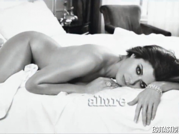 debra-messing-covered-topless-allure-mag-01-580x435