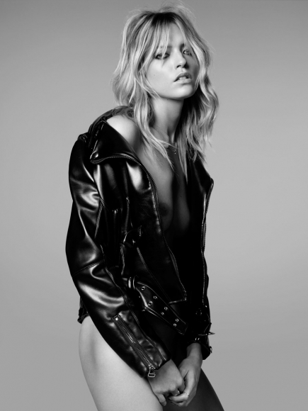 martha-hunt-topless-black-and-white-shoot-by-adam-franzino-01-cr1396981577165-435x580