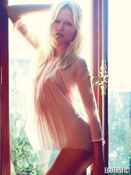 natasha-poly-topless-in-vogue-france-june-2012-04-435x580