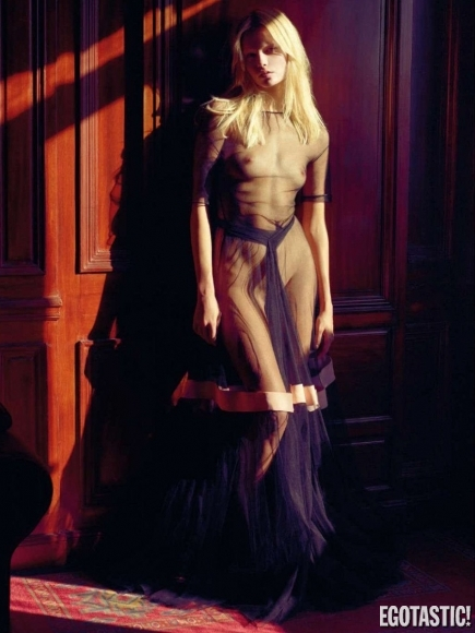 natasha-poly-topless-in-vogue-france-june-2012-08-435x580