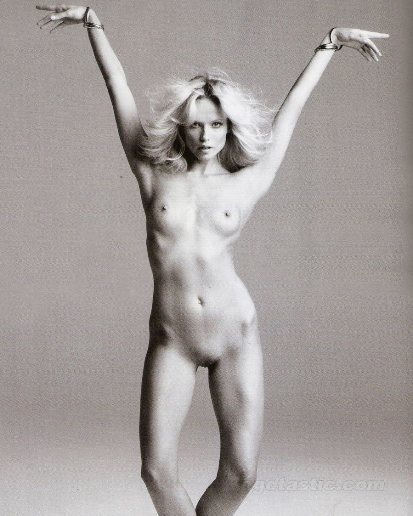 natasha-poly-nov-vogue-spain-01-830x1038
