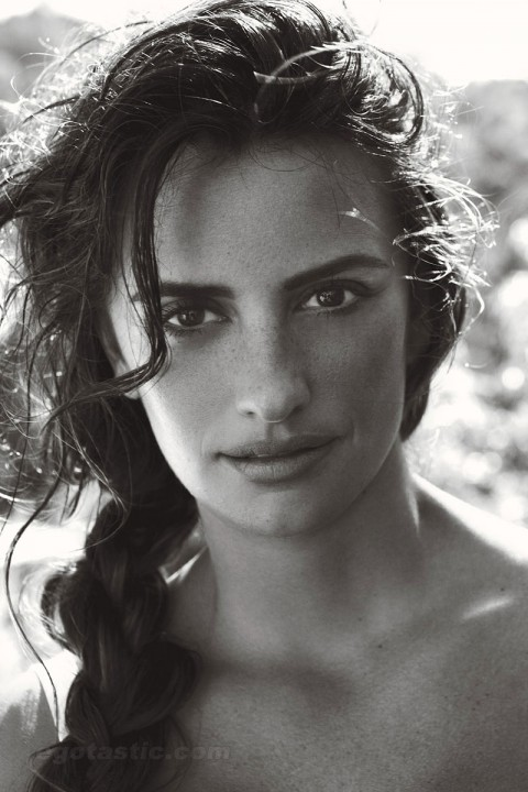 penelope-cruz-june-vogue-03-480x720