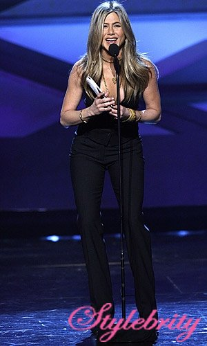 jennifer_aniston_2_peoples_choice_awards_photos_2011