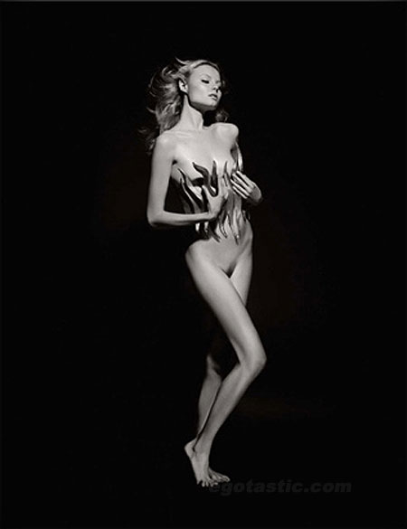 http://www.stylebrity.co.uk/wp-content/gallery/pirelli-11-more-pics/pirelli-2011-calendar-01.jpg