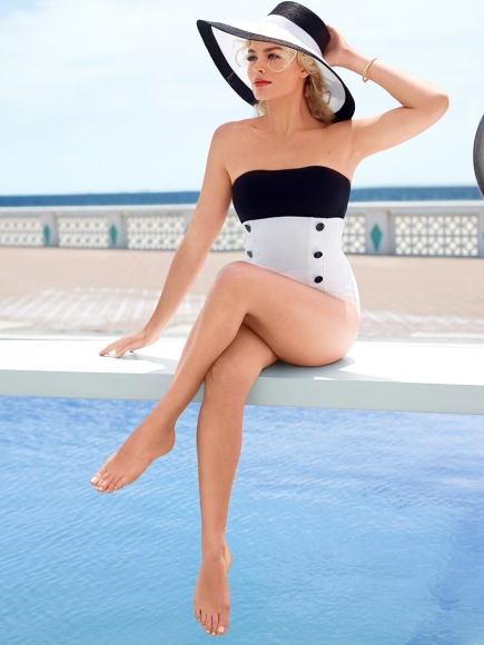 margot-robbie-leggy-in-vanity-fair-magazine-august-2014-01-cr1405039966198-435x580