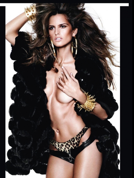 miranda-kerr-and-various-models-topless-in-vogue-espana-december-2012-02-435x580