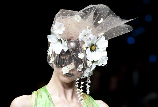 Ashley Isham Catwalk  London Fashion Week – Pictures