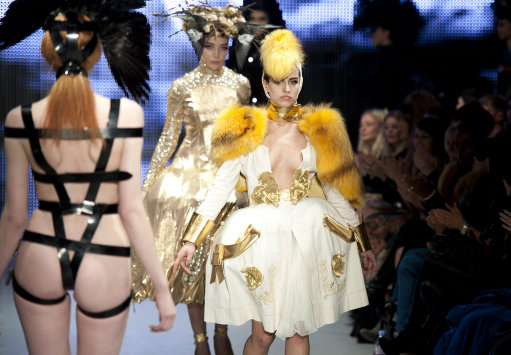 Pam Hogg Catwalk Shows Some Cheek At London Fashion Week – Pictures