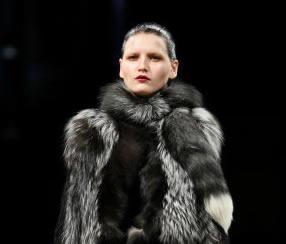 Julien MacDonald Catwalk – London Fashion Week