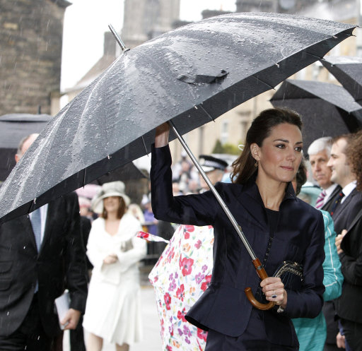 Kate Middleton Looks So Chic At Final Engagement Before Royal Wedding