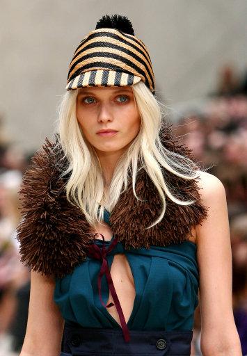 Burberry Prosum S/S '12 Catwalk – London Fashion Week