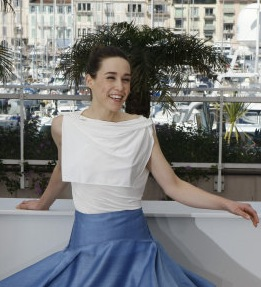 CANNES: Arta Dobroshi Expose Her Bare Bottom at Cosmopolis Photocall