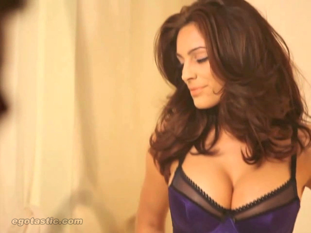 Kelly Brook In Sexy PhotoShoot For Excite Fallen Angel – Pictures