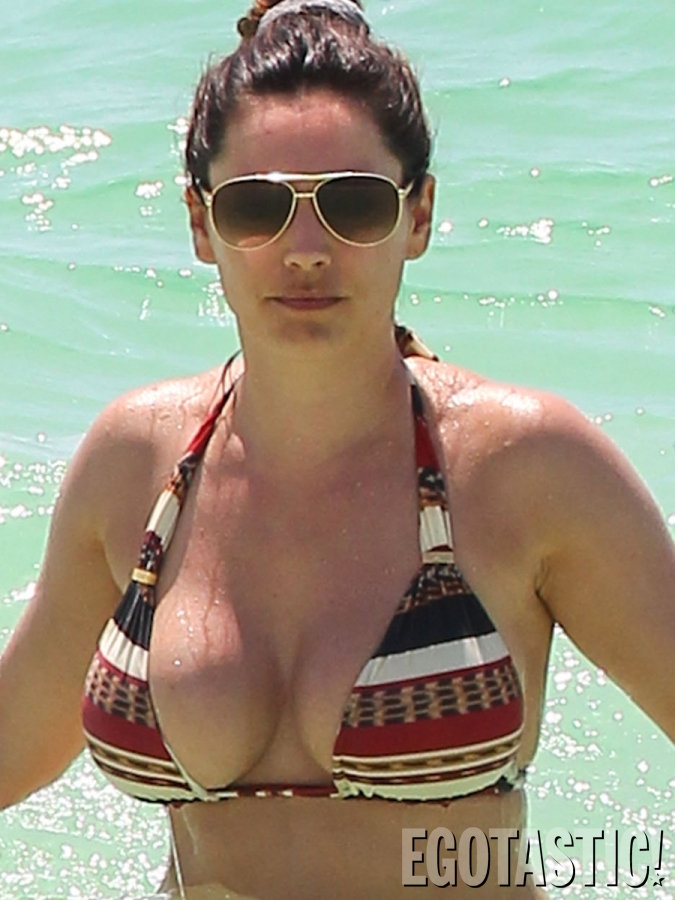 Kelly Brook Topless in Cancun