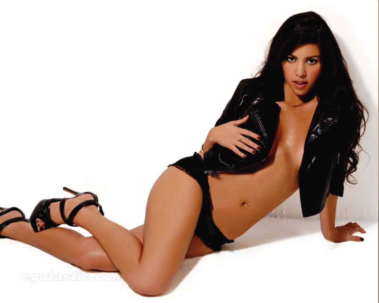 Kourtney Kardashian In Sexy Swimsuit Shoot For Maxim India – Pictures